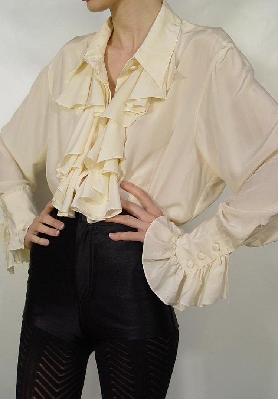 Белая шифоновая блузка с широкими рукавами