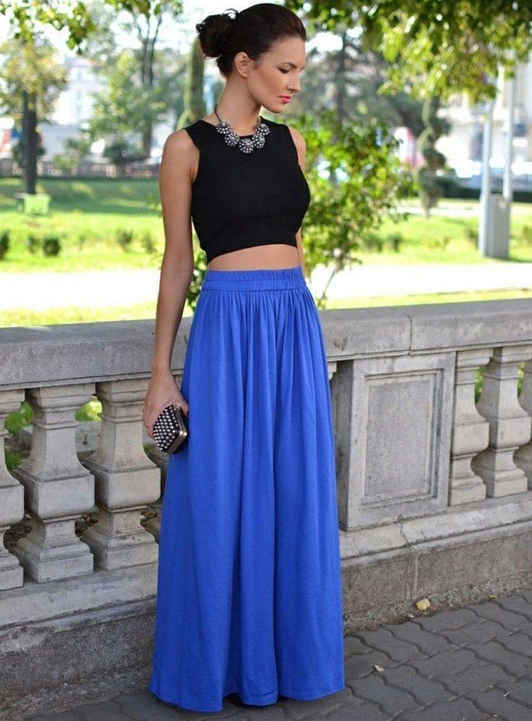 Образ с длинной синей юбкой