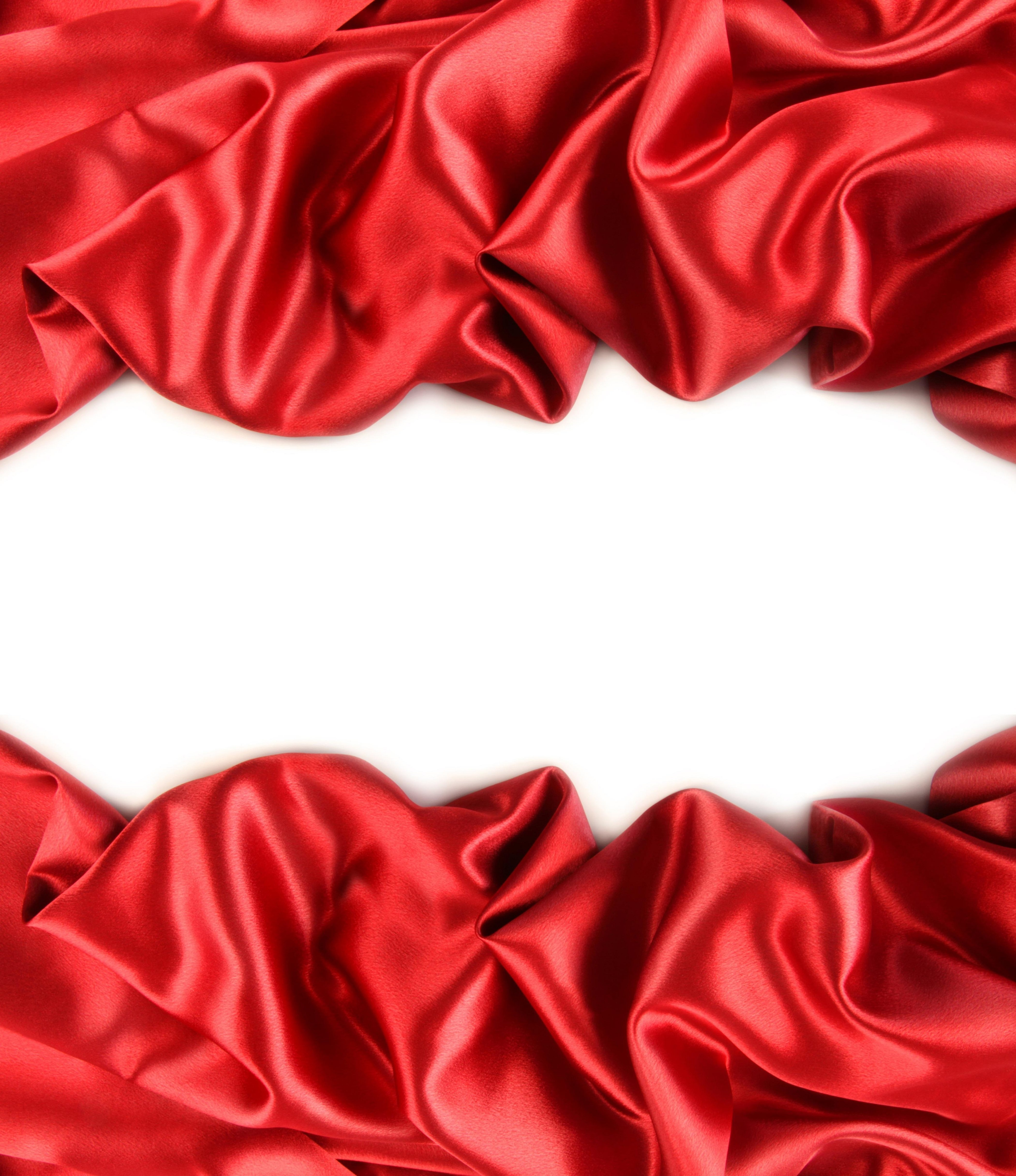 Красная ткань на белом фоне