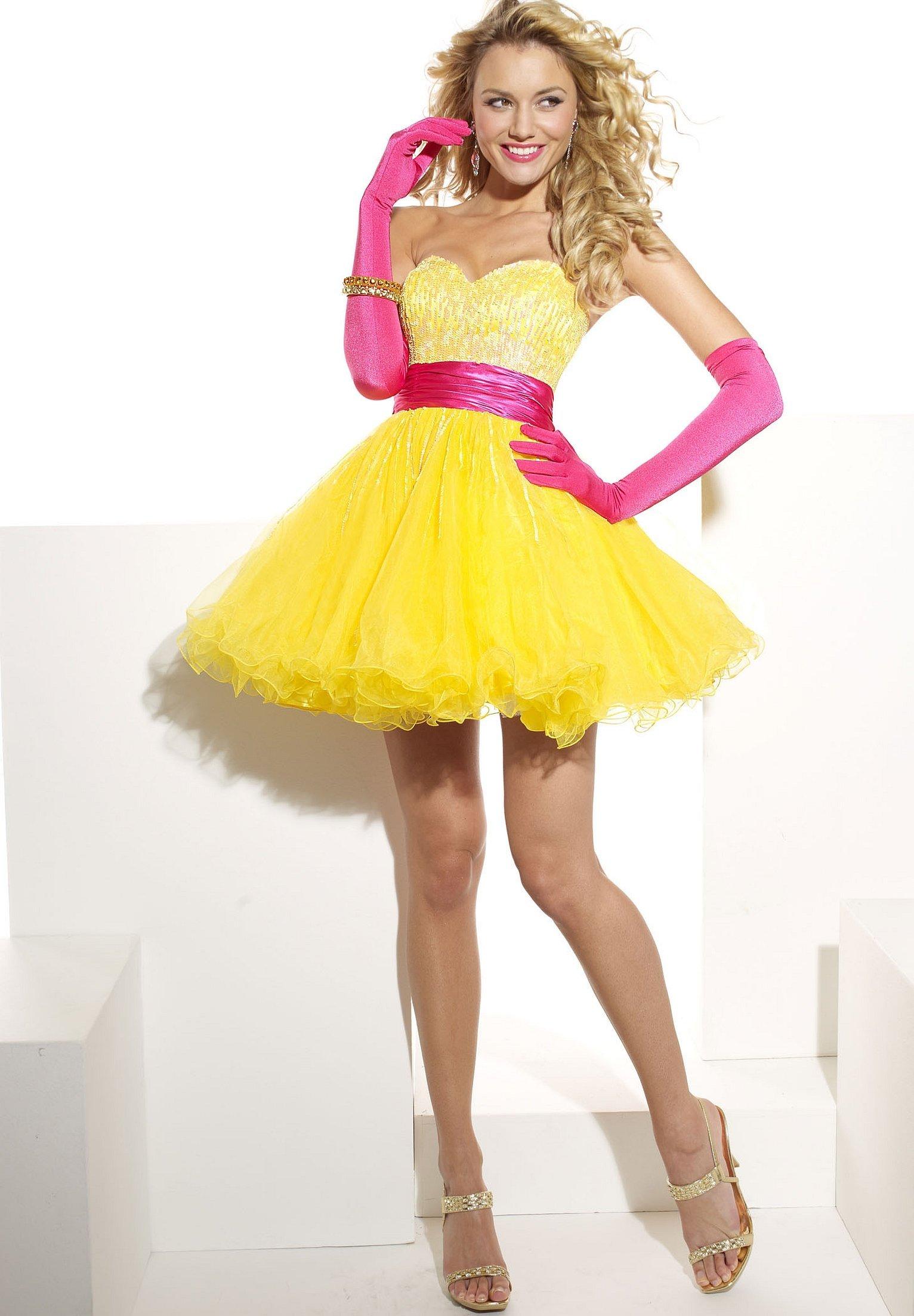 Жёлтое платье в стиле беби долл