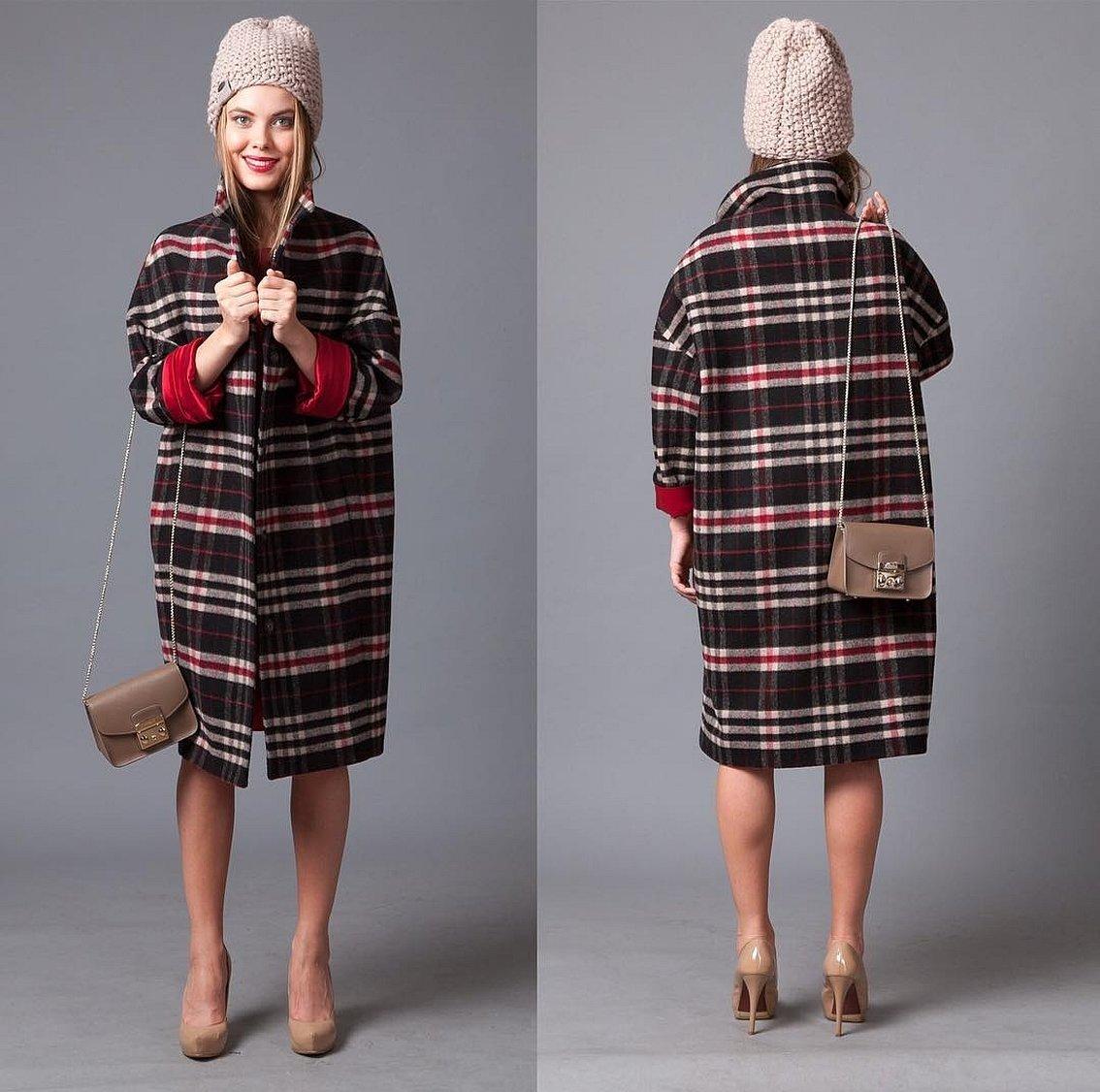 Клетчатое платье и пальто оверсайз