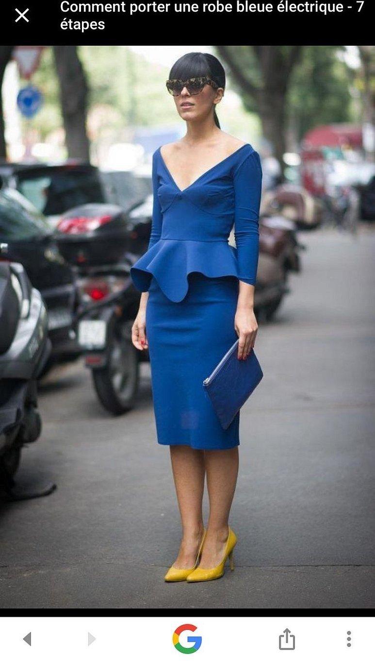 Голубое платье и красные туфли