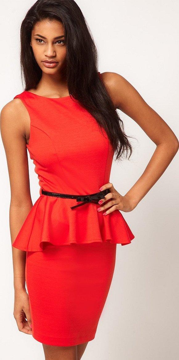 Красное платье футляр с баской