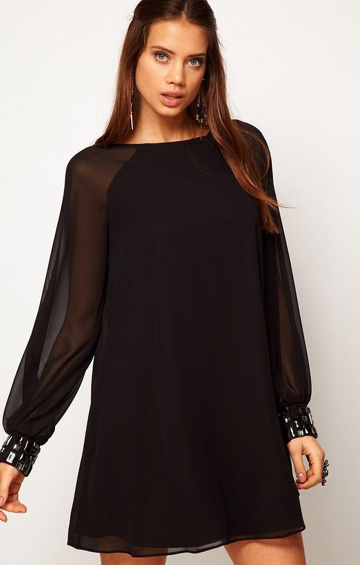 Черное свободное платье с длинным рукавом