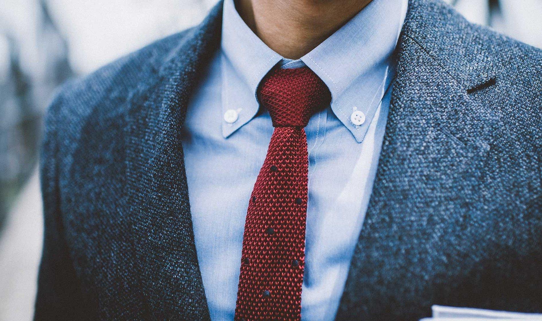 Вязаный галстук с пиджаком