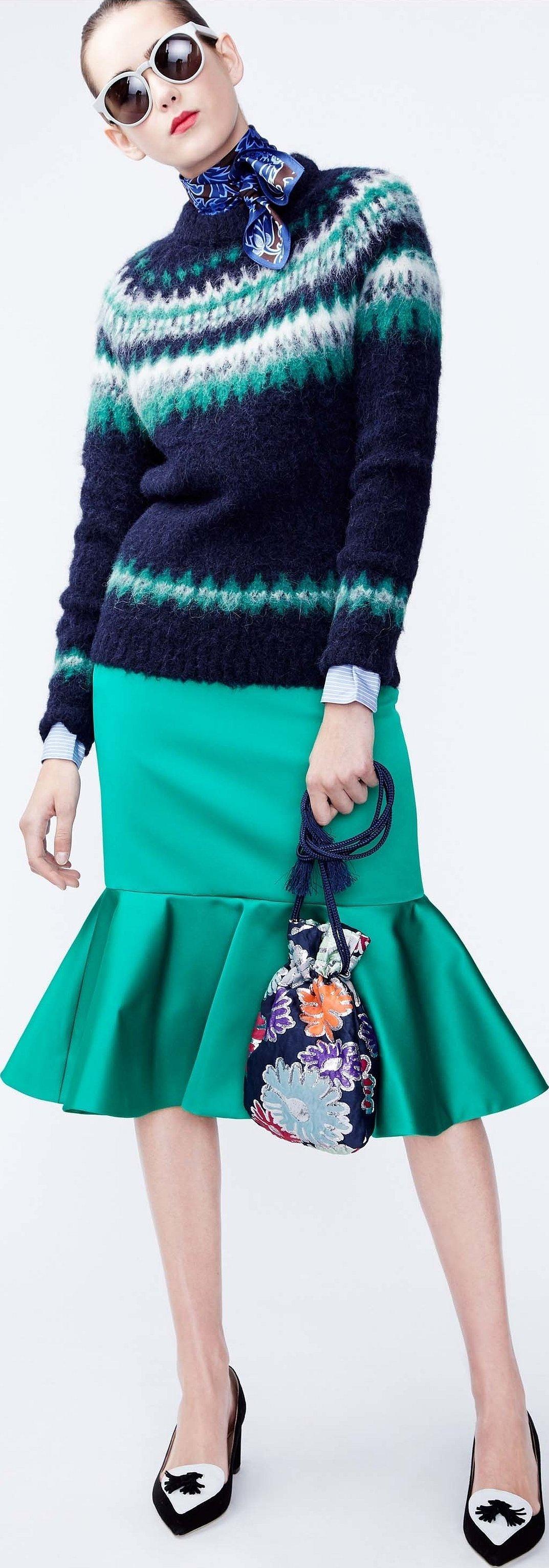 Юбка с ярким укороченным свитером