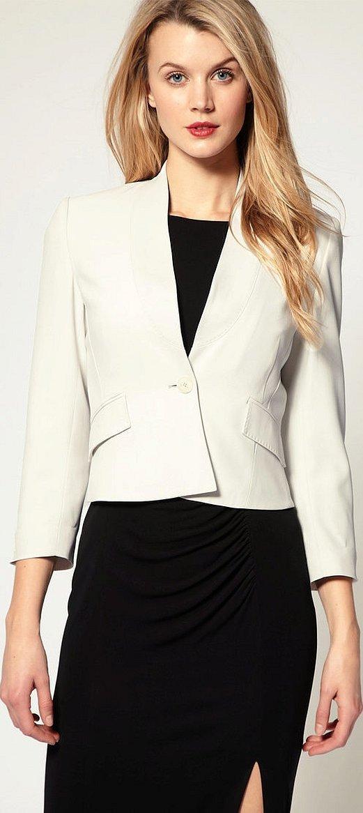 Белый приталенный пиджак женский