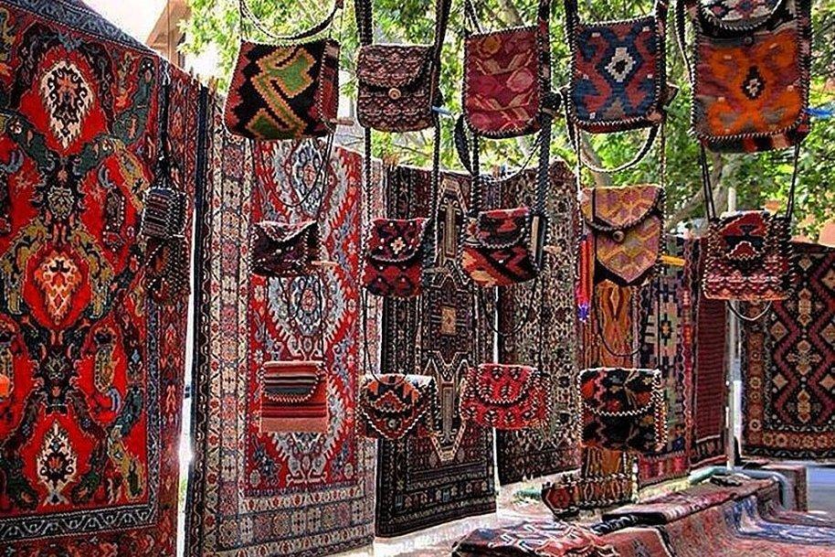 Армянские ковры на рынке