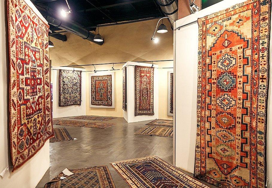 Интерьер с армянским ковром