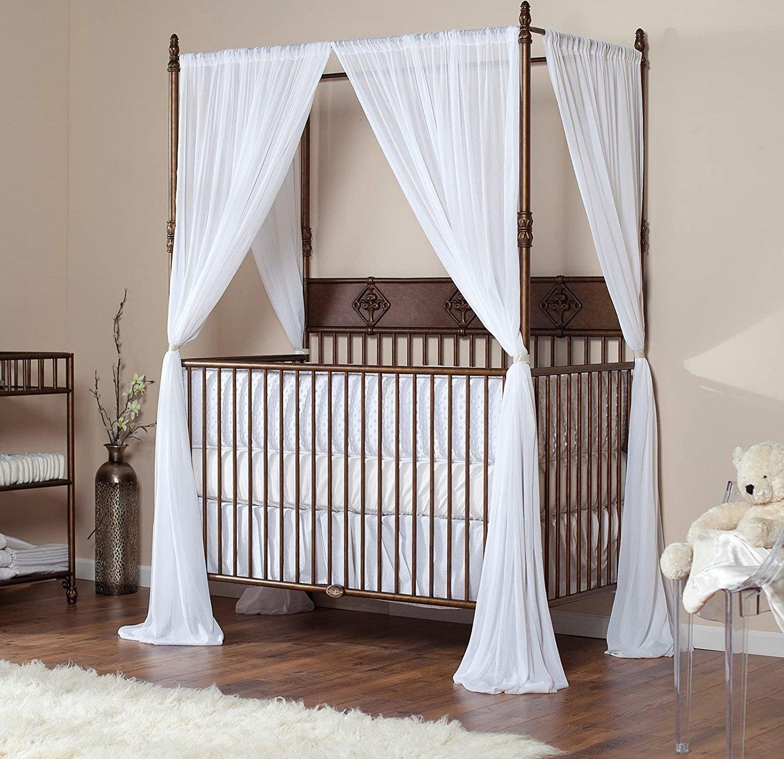 Двуспальная металлическая кровать с балдахином
