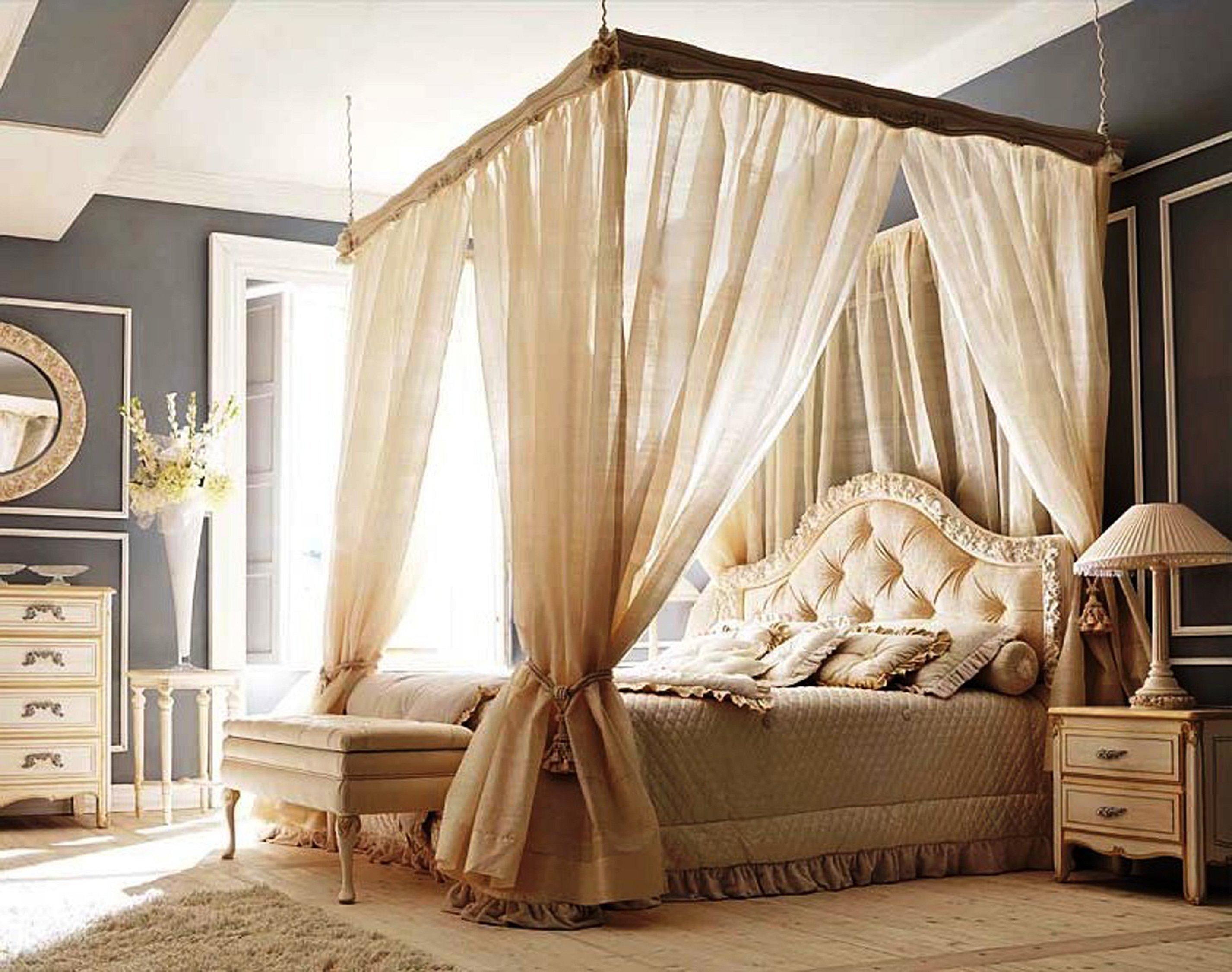 Интерьер спальни классика с балдахином