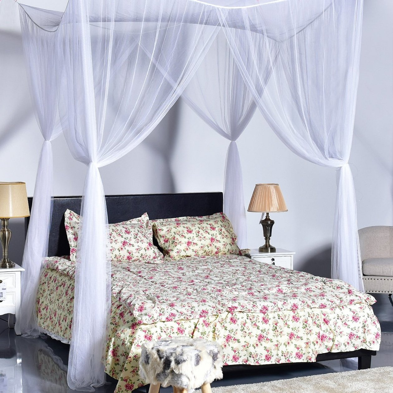 Кровать с балдахином с шторами нити