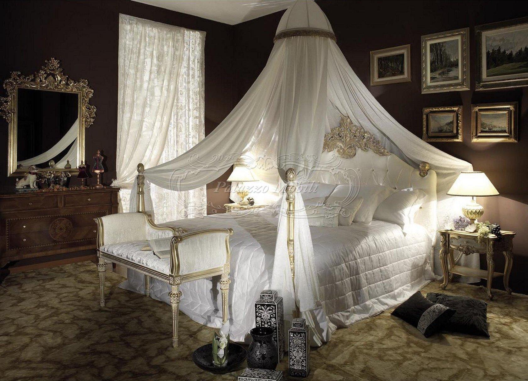 Кровать с балдахином в венецианском стиле