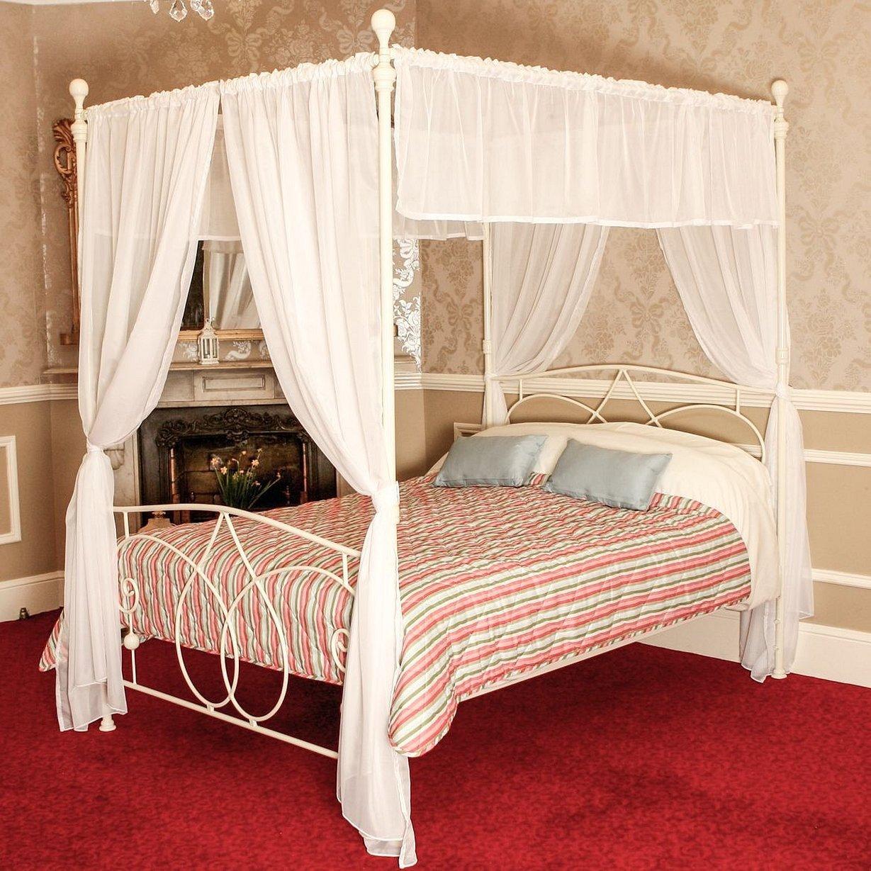 Спальня кровать красная с балдахином