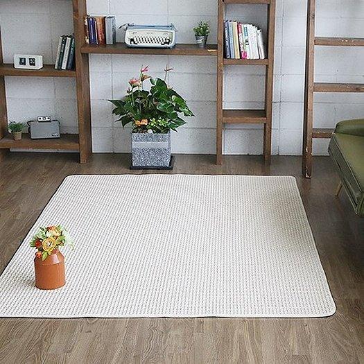 Белые безворсовые ковры в интерьере
