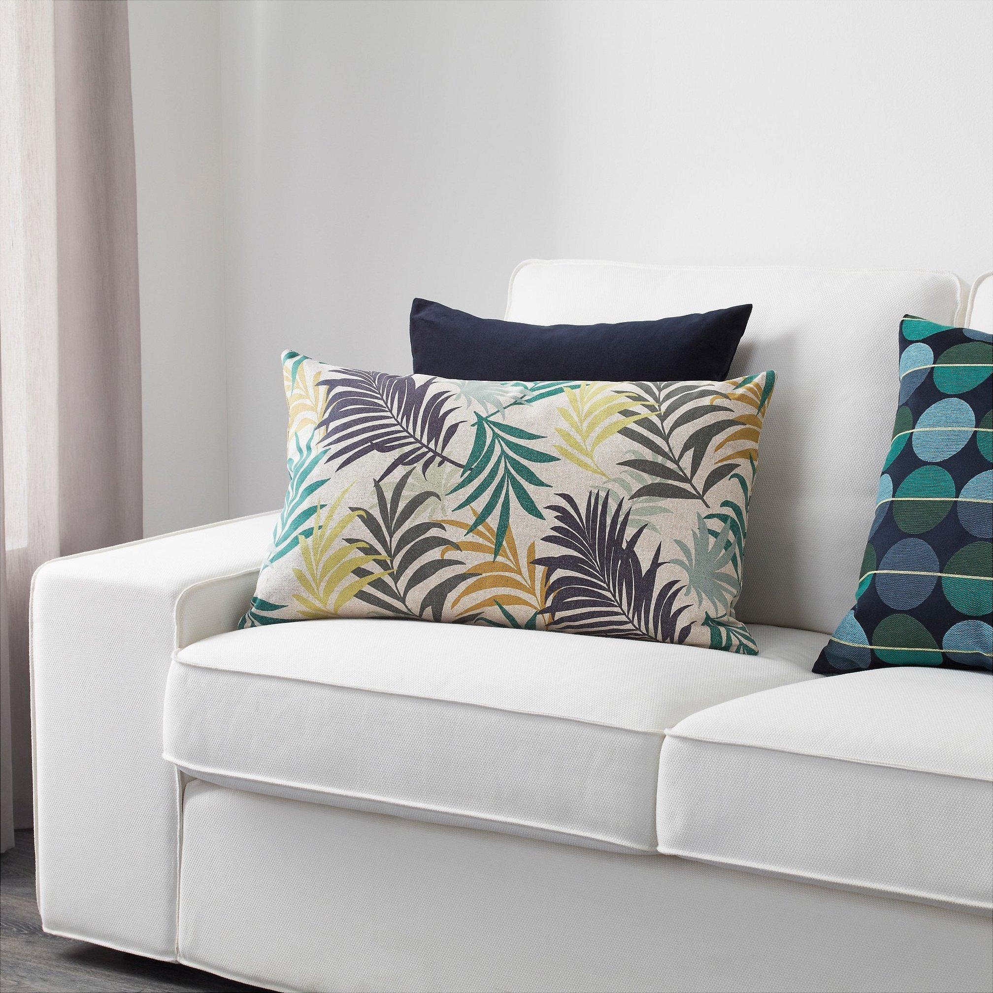 Разноцветные подушки икеа в интерьере