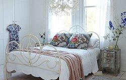 Декоративные подушки и ковры в стиле шебби шик