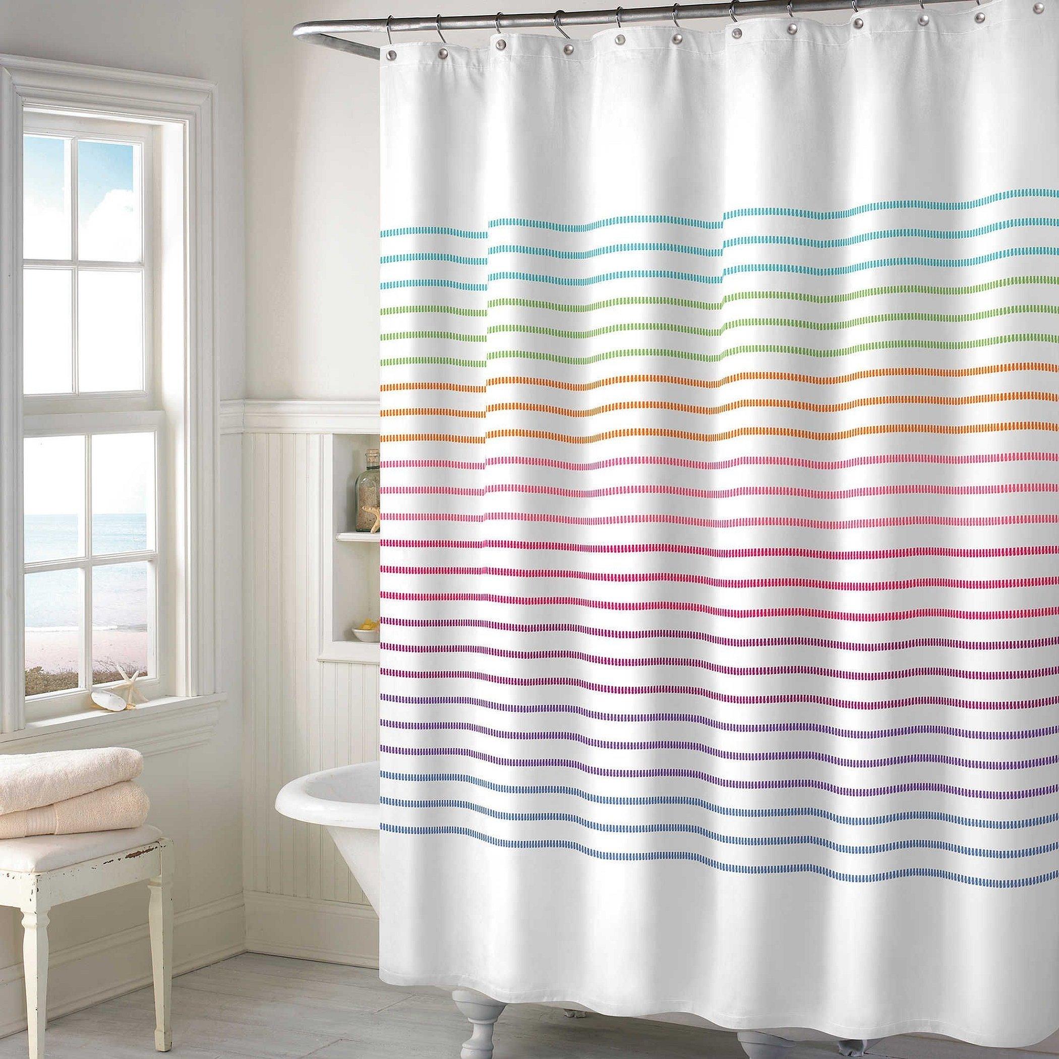 Полосатая занавеска для ванной комнаты