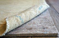Антискользящая подложка под ковер — гид по самым популярным материалам