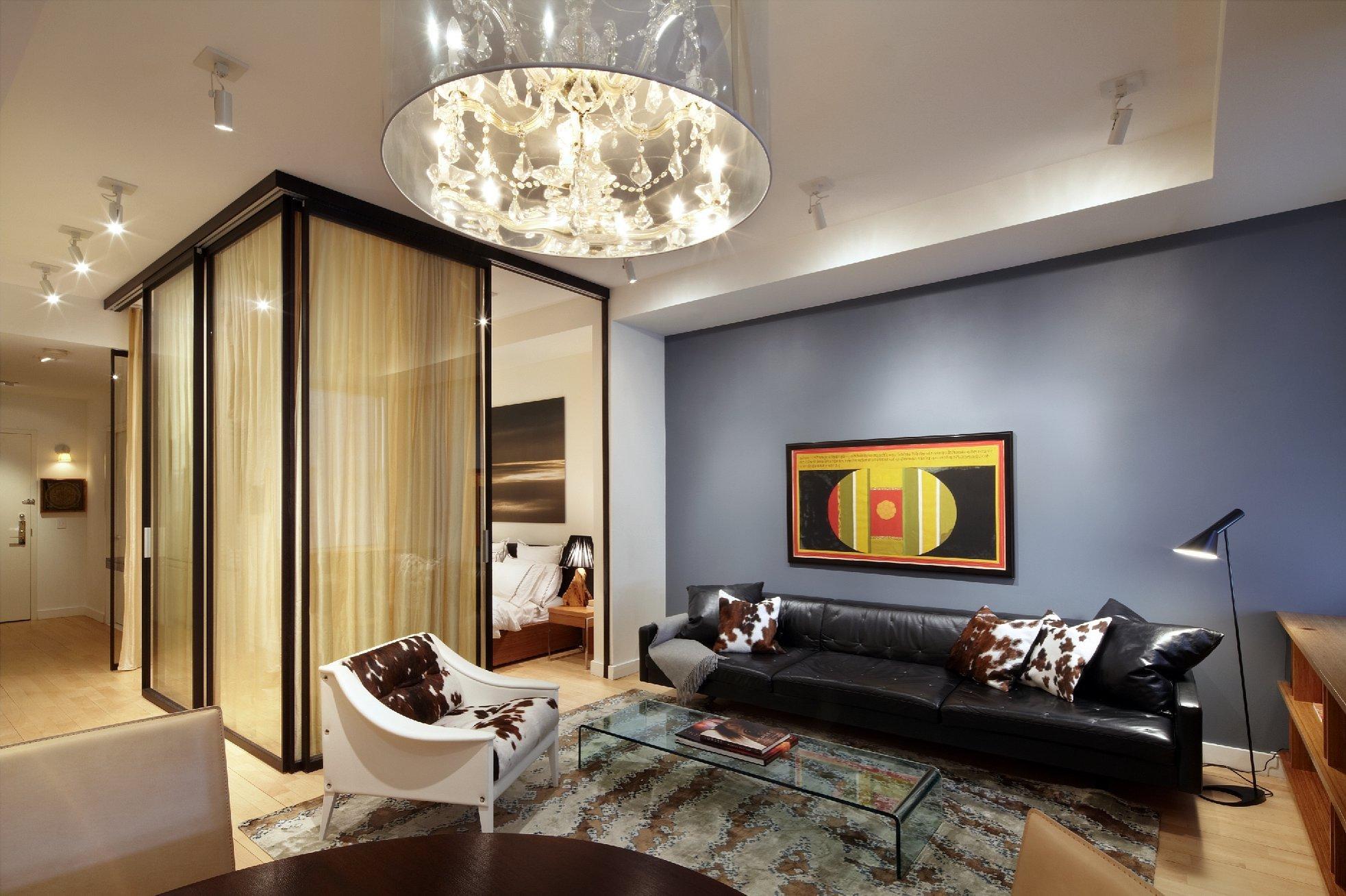 Спальня гостиная с одной люстрой