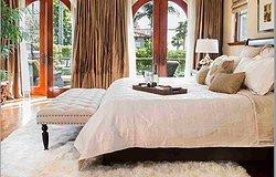 Лучший выбор для вашей спальни: ковровое покрытие или небольшой ковер, что лучше?