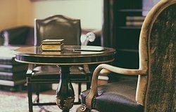 Запах старости в доме пожилого человека: как избавиться?