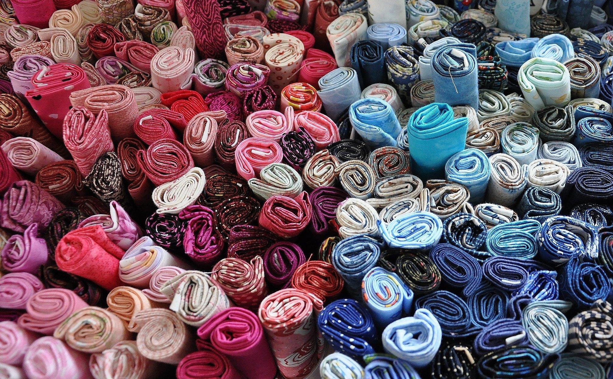 Много тканей красивое