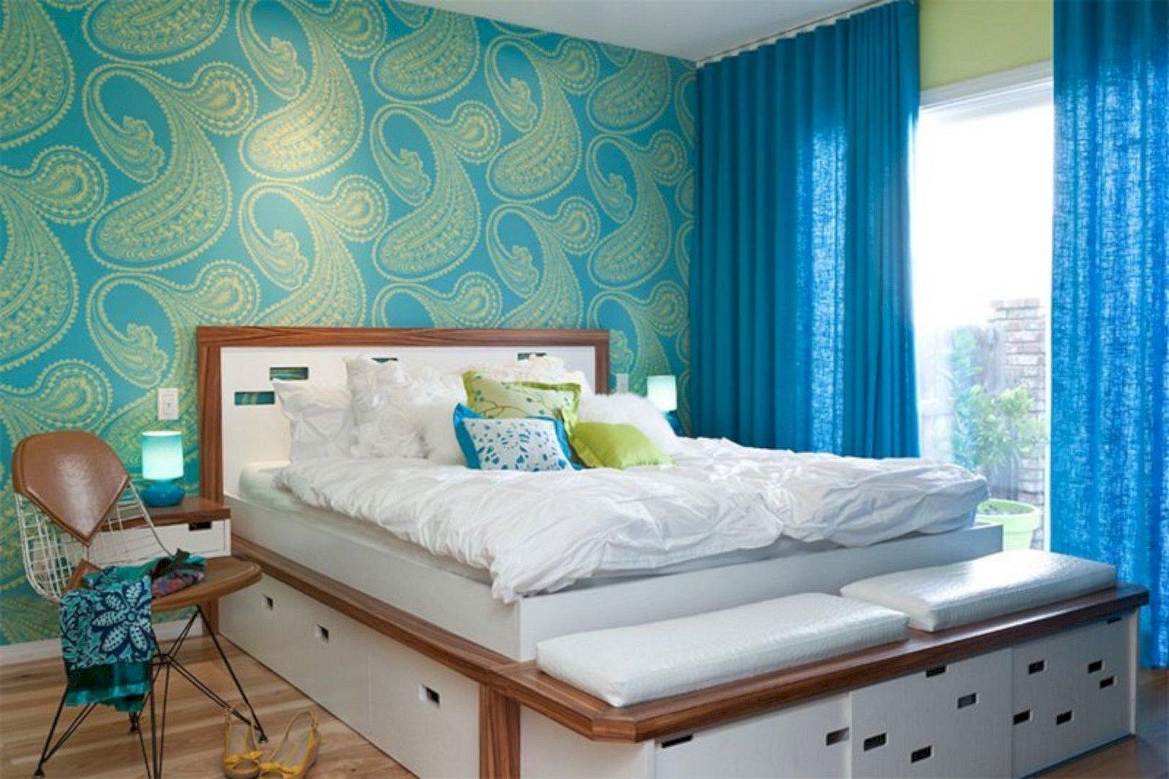 Дизайн комнаты с голубыми обоями