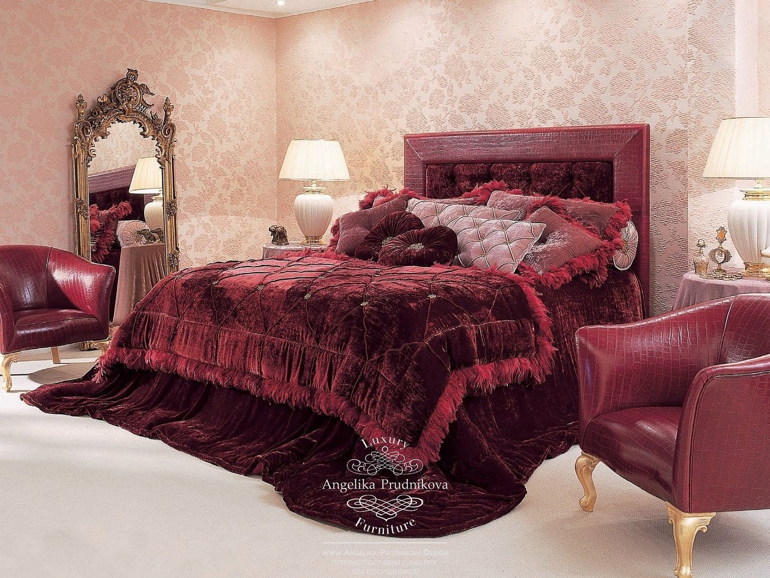 Интерьер итальянской спальни в бордовом цвете