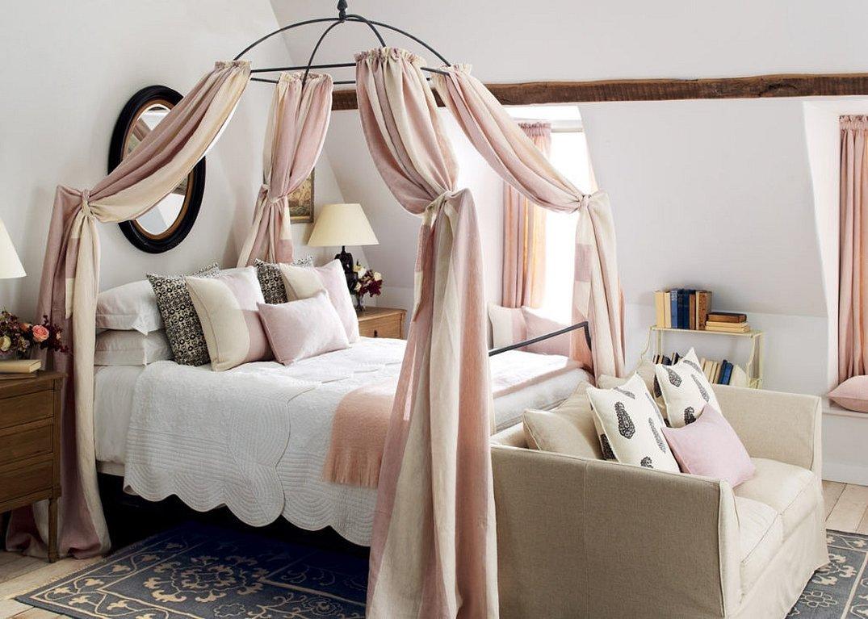 Кровать с балдахином во французском стиле