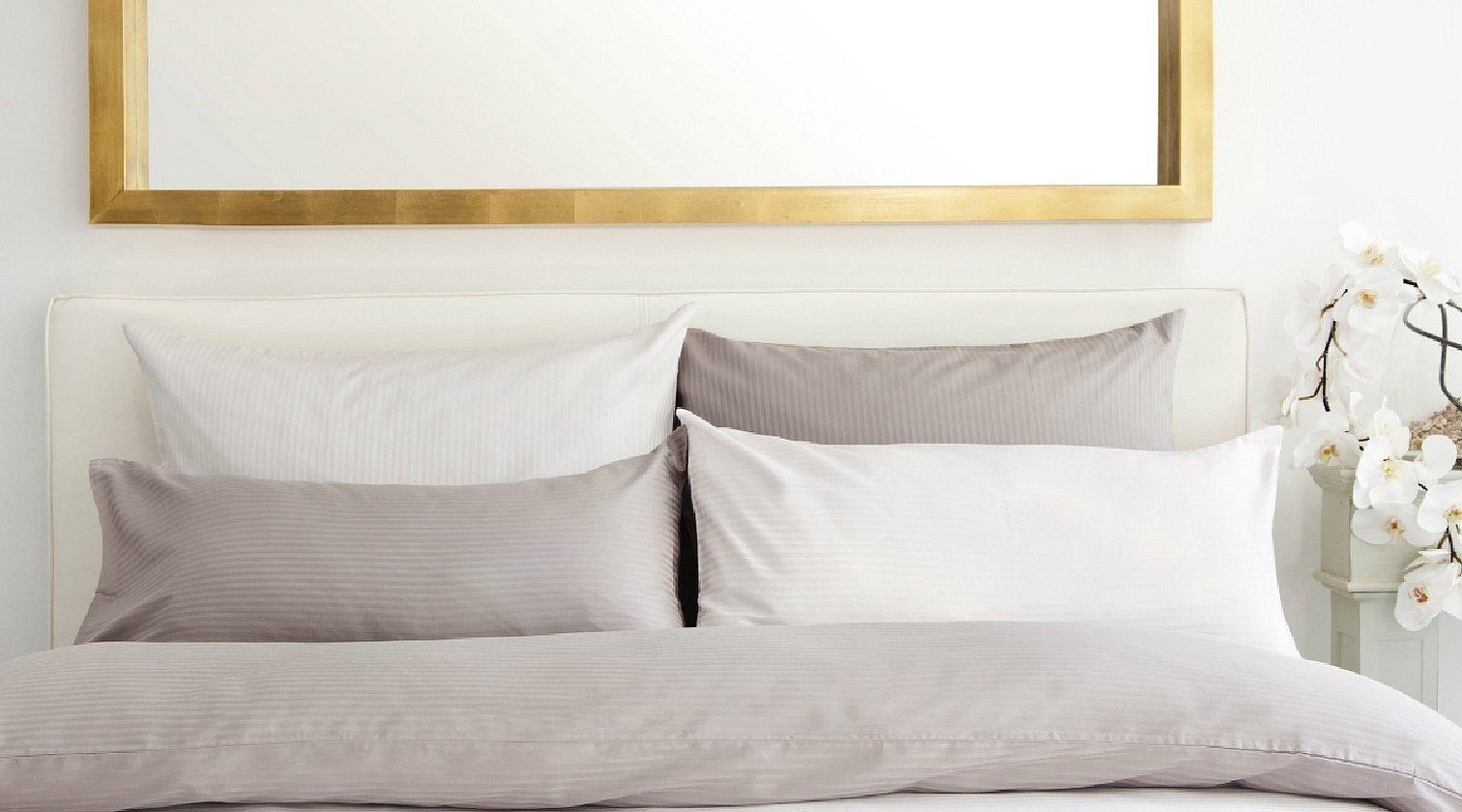 Постель крупным планом с подушками
