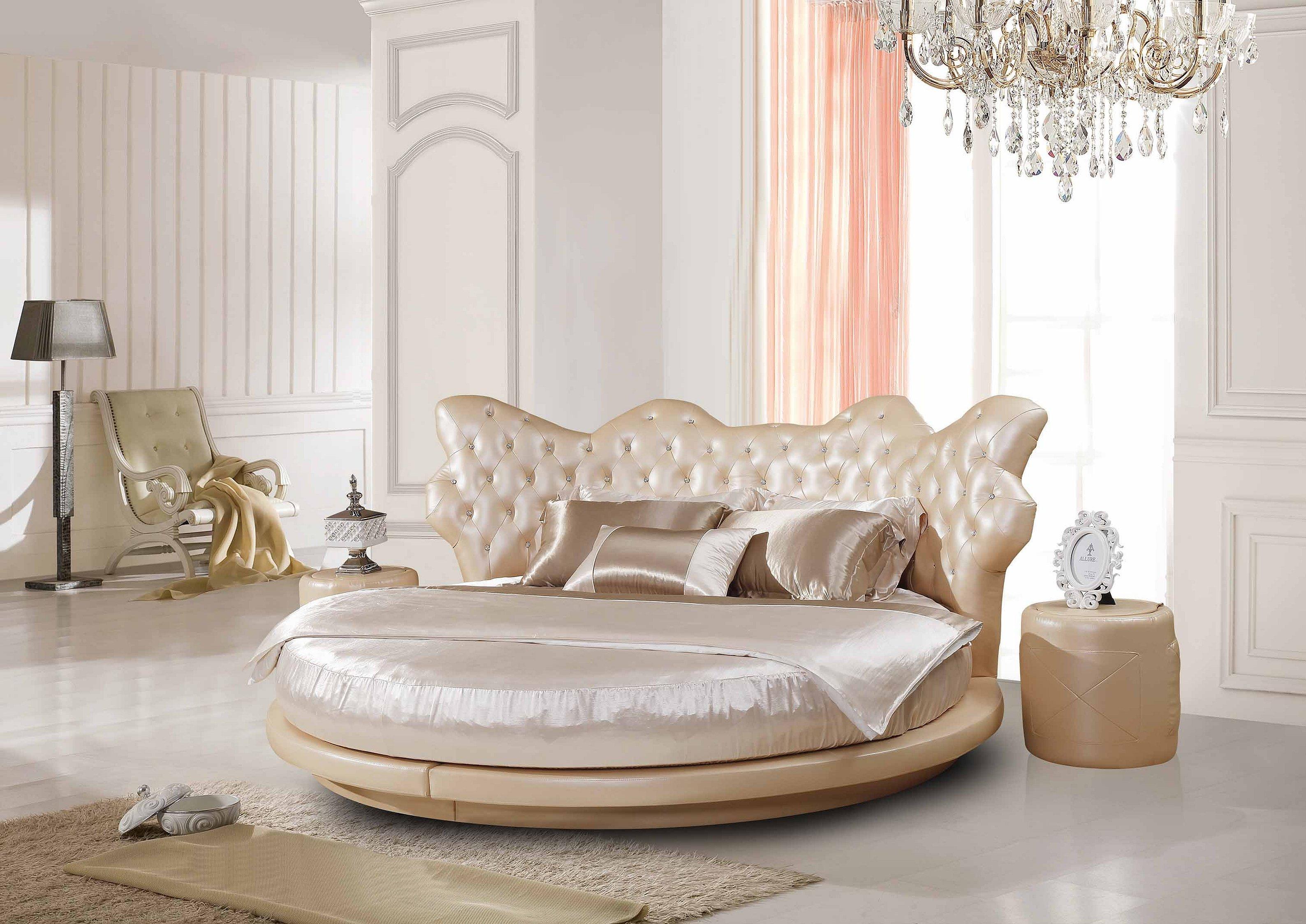 Круглая итальянская кровать в классическом стиле
