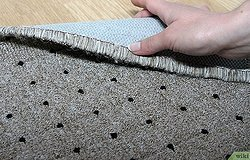 Заломы на ковре: как избавиться от них и выпрямить ковер?