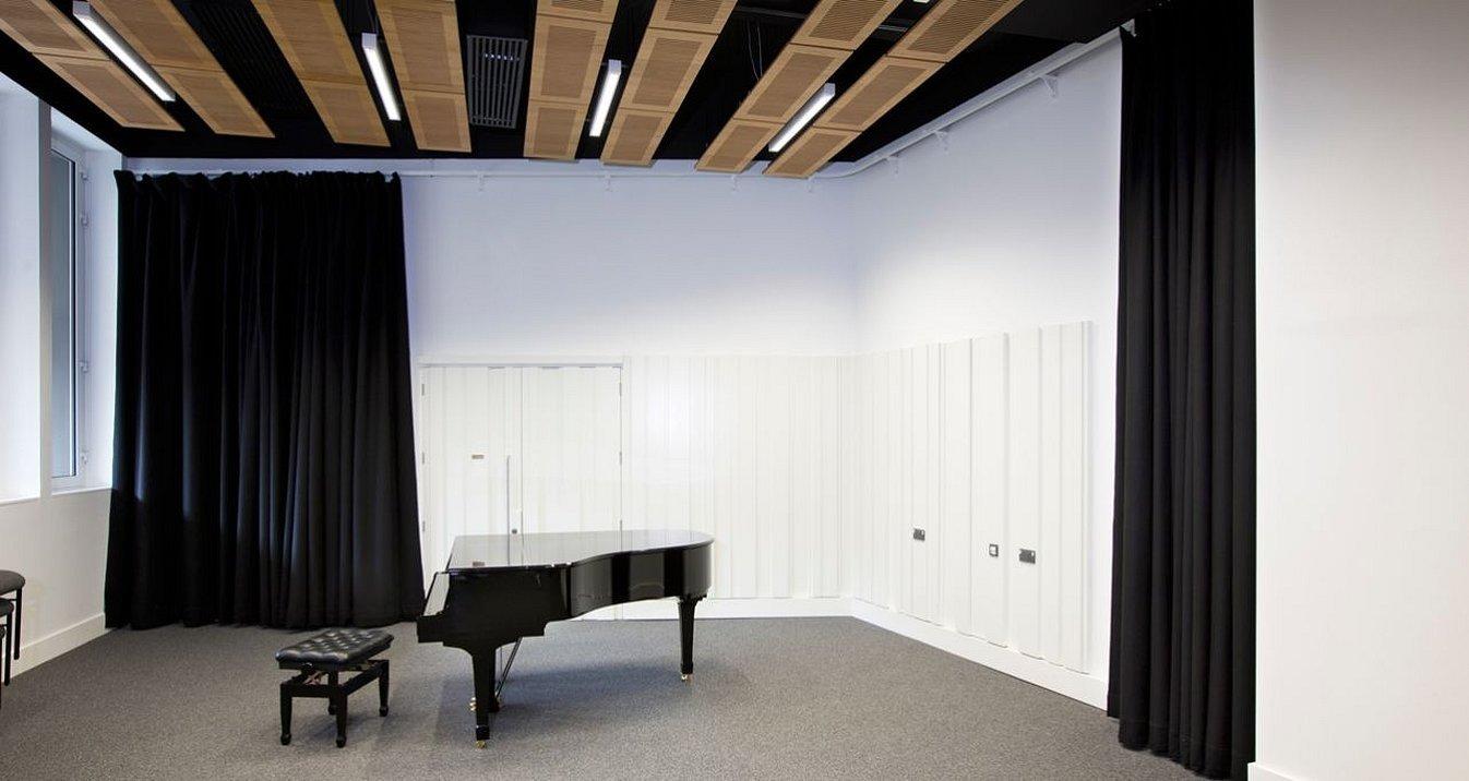 Звукоизоляционные шторы для домашней студии