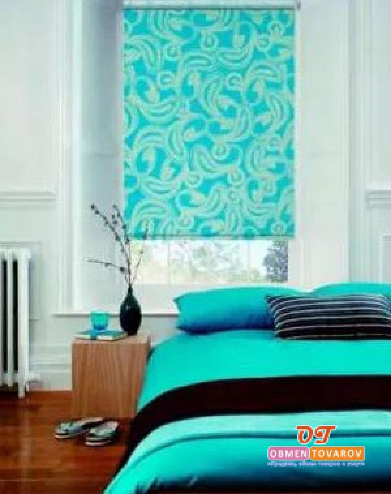 Рулонные шторы в голубом интерьере