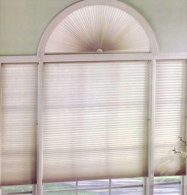 Рулонные жалюзи на арочные окна