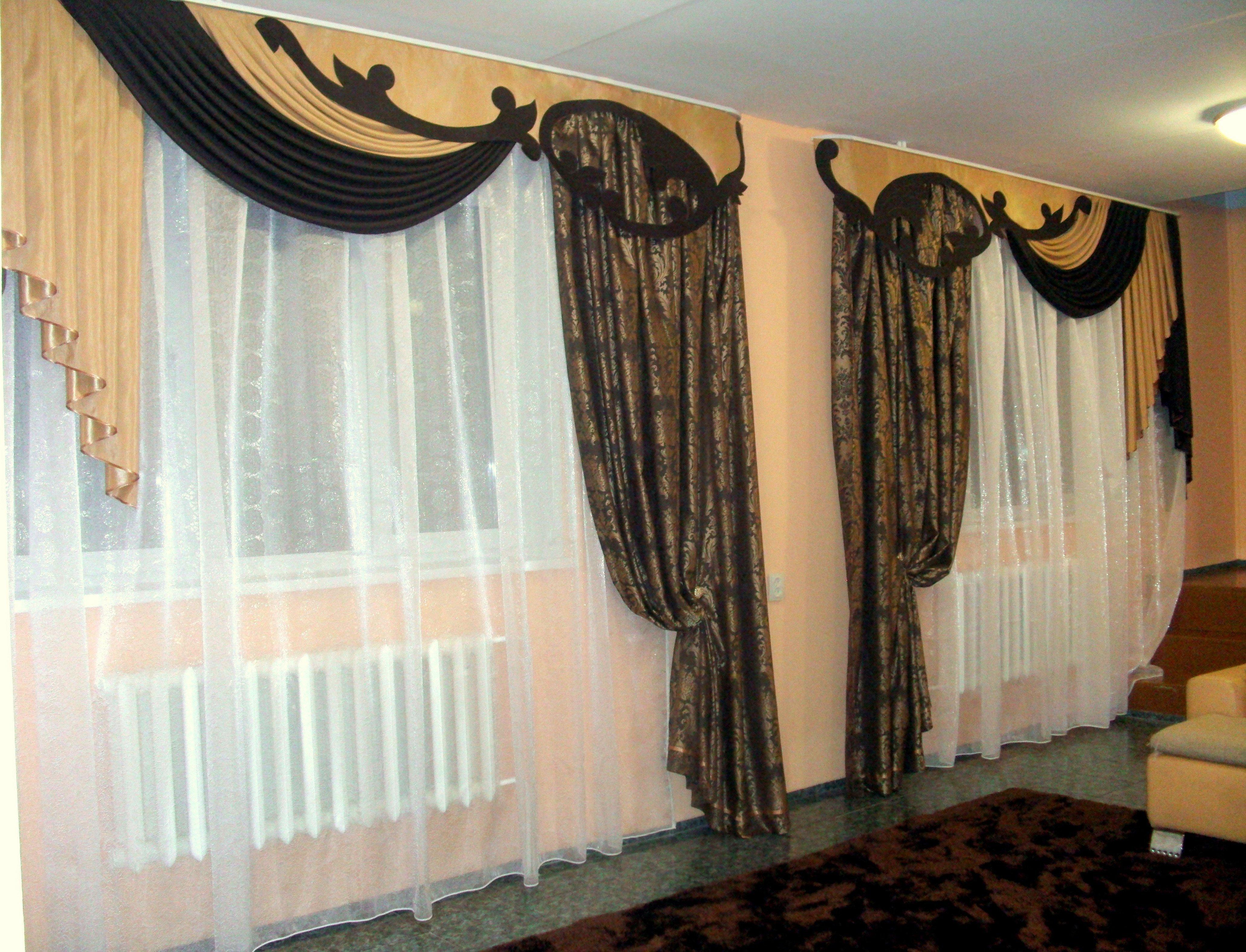 Ламбрекены для зала на два окна