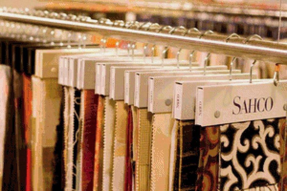 Коллекции тканей для штор на вешалках