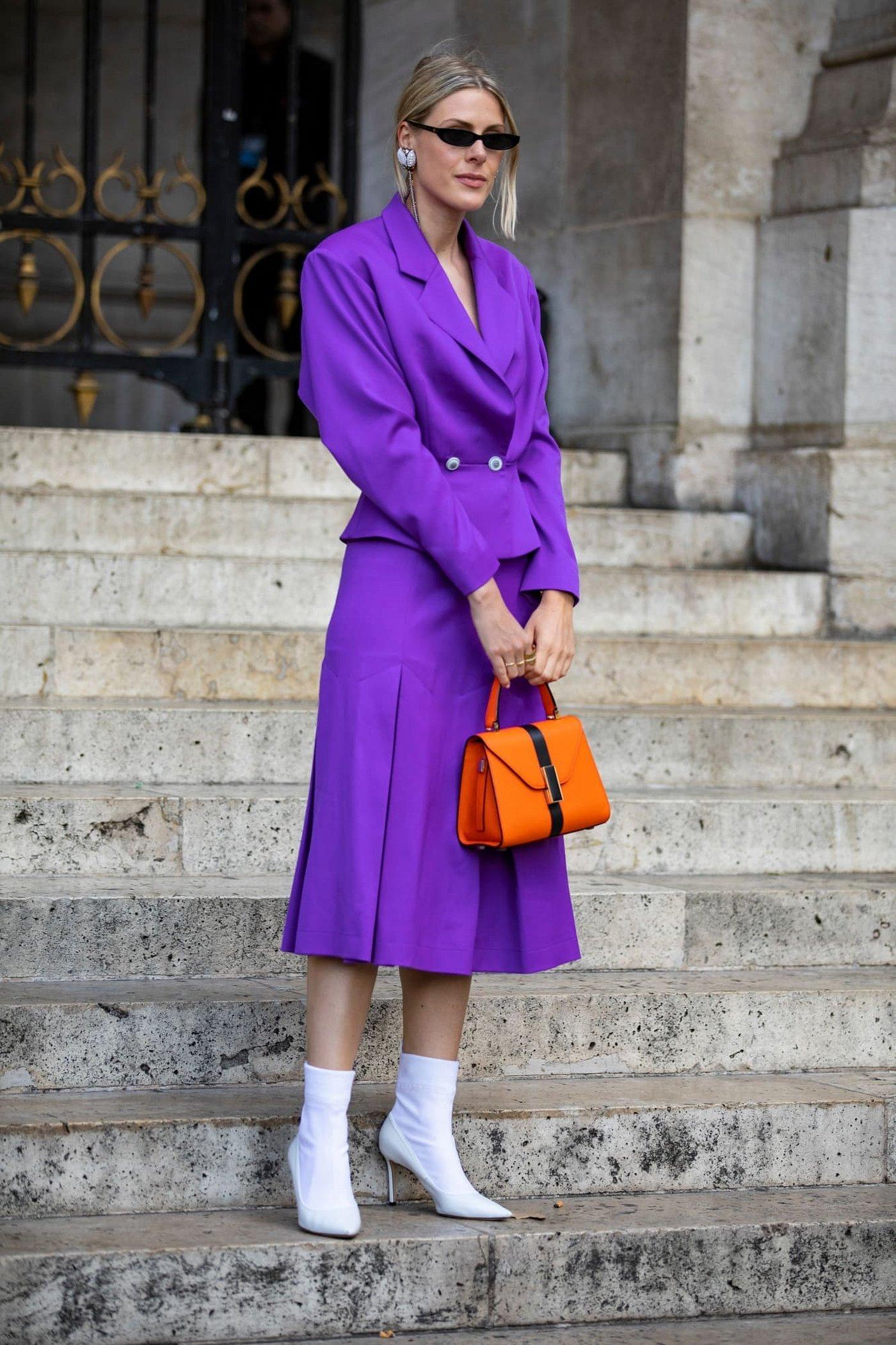 Фиолетовое пальто стритстайл