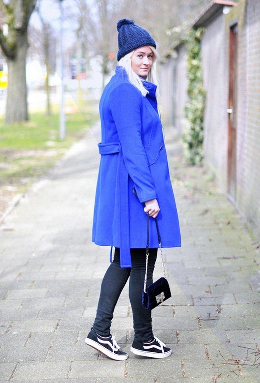 Шапка под синее пальто
