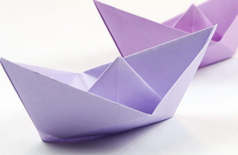 Бумажный кораблик оригами