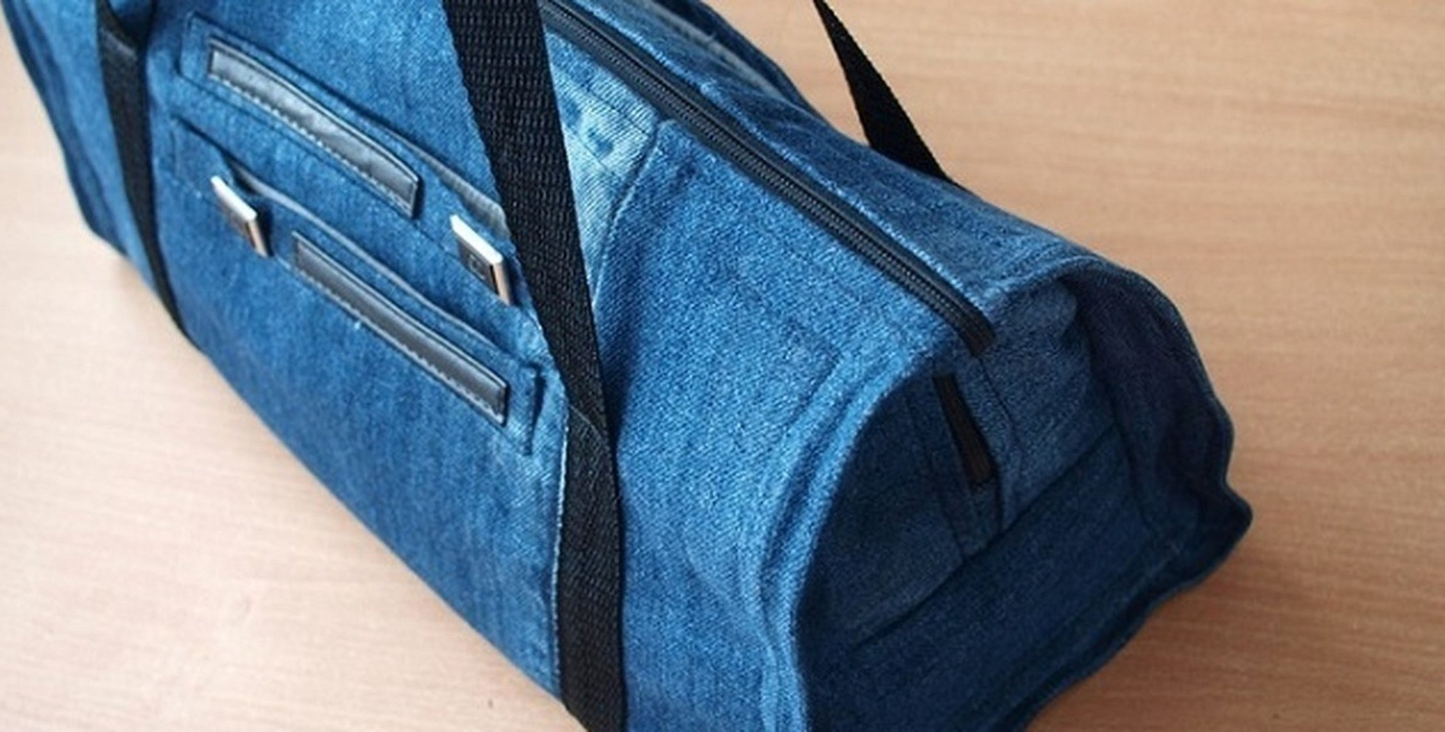 Дорожная сумка из старых джинсов
