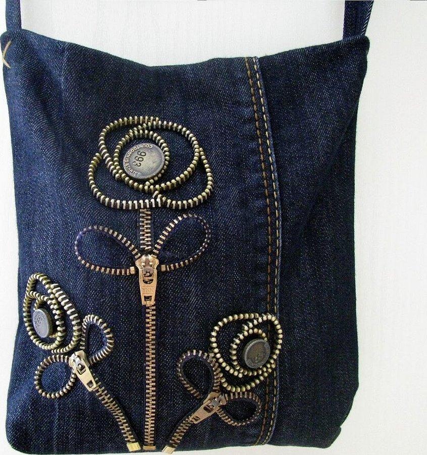 Джинсовая сумка с декором из молнии