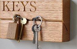 Оригинальная и практичная ключница на стену своими руками