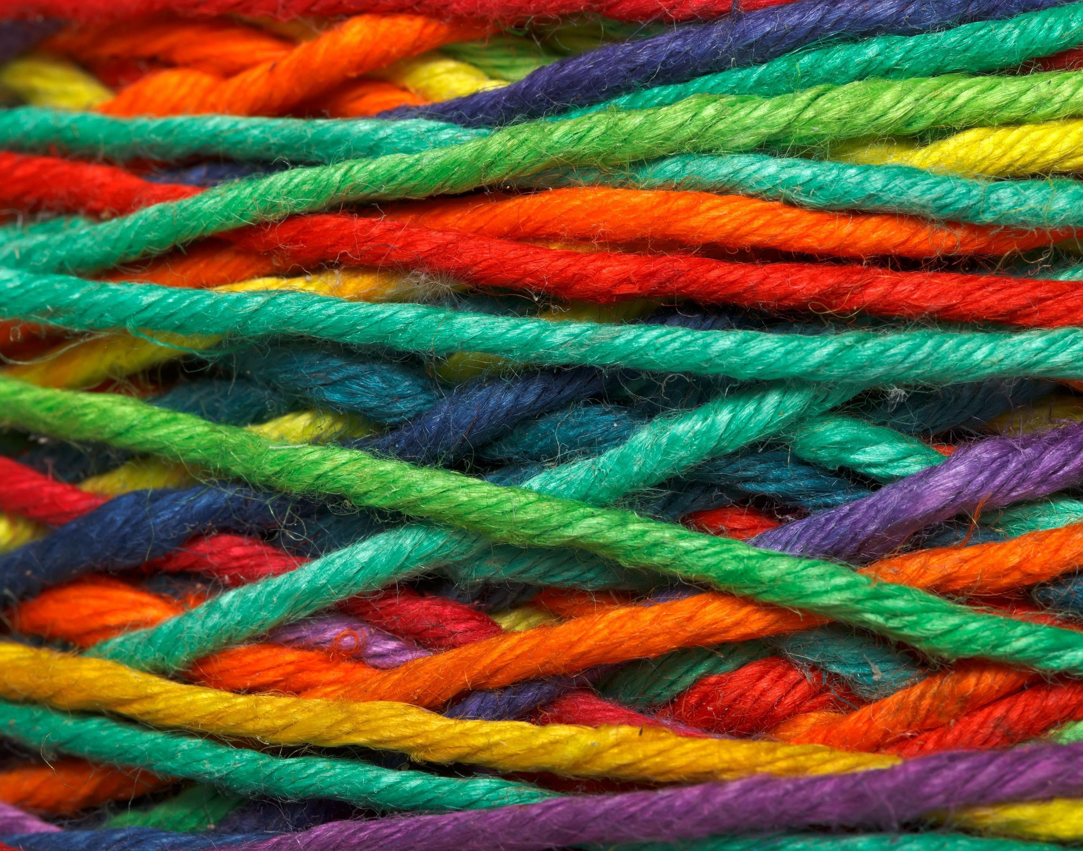 Разноцветная пряжа для вязания