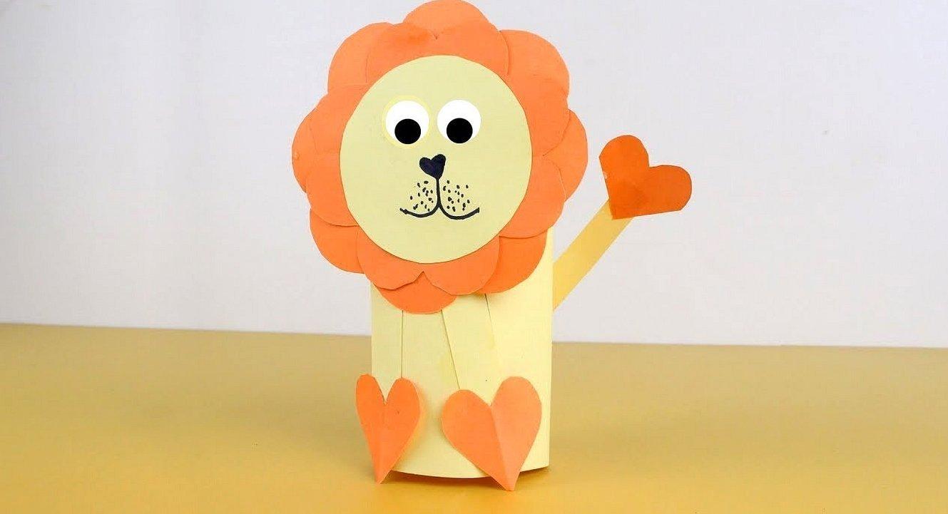 Лев из картона и цветной бумаги