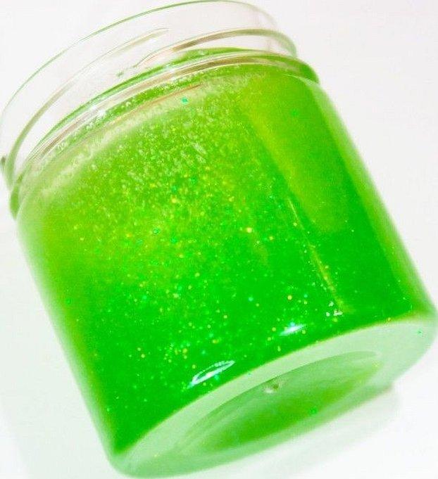 Гель для волос в зеленой баночке