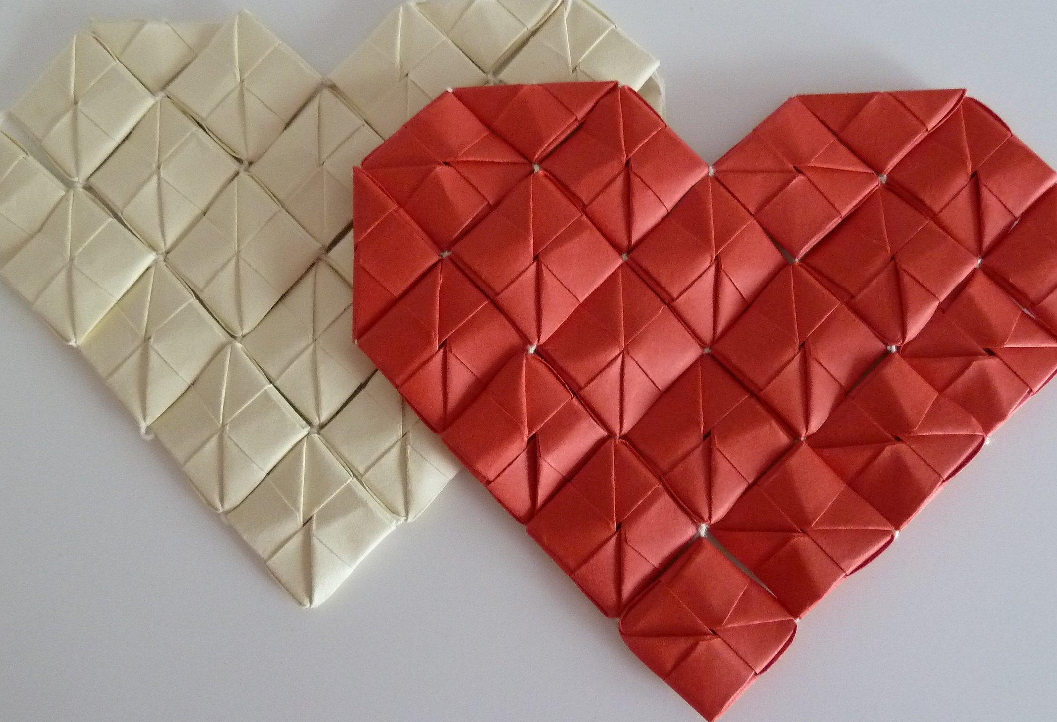 Большое объемное сердце из бумаги