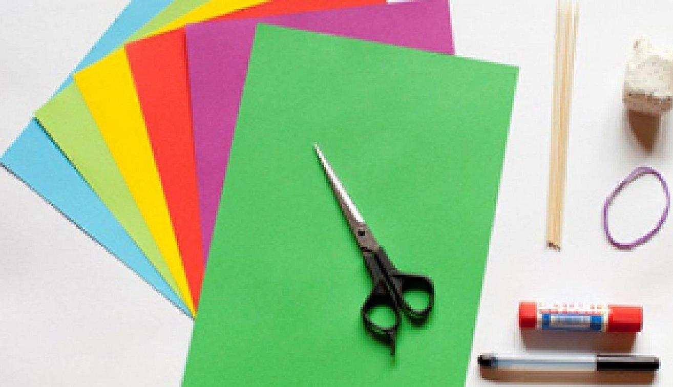 Цветная бумага ножницы и клей карандаш картон