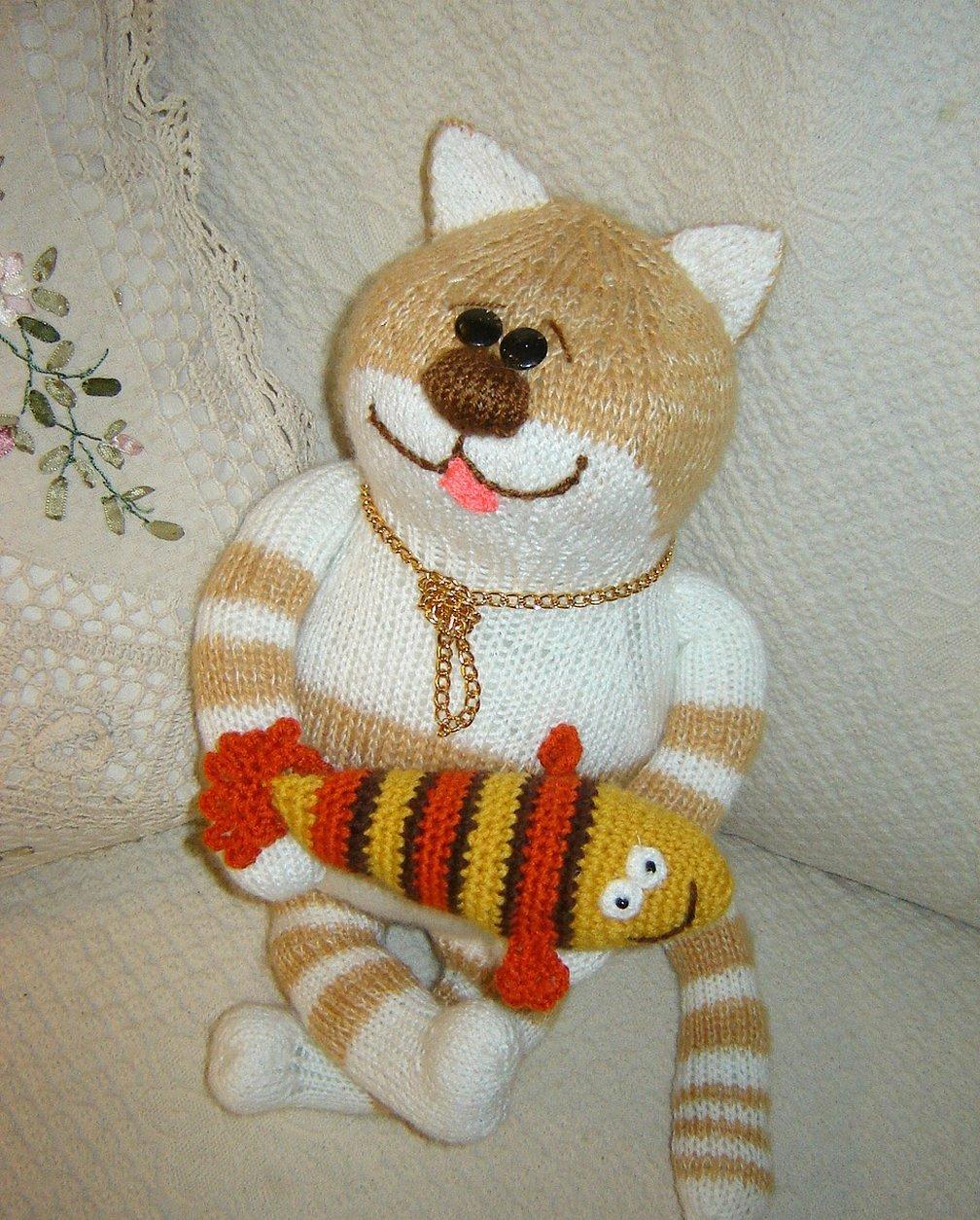 Вязаная игрушка кот обжоркин спицами